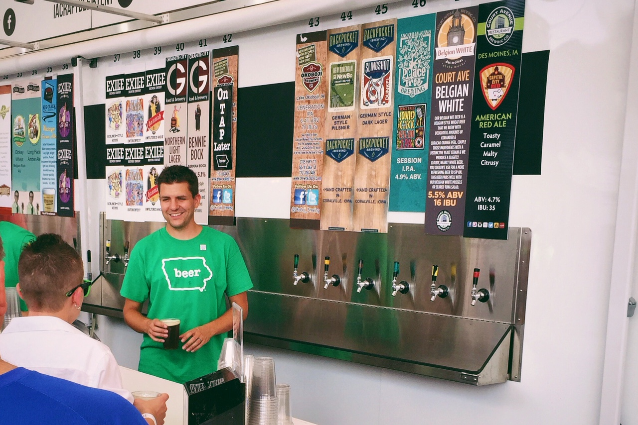The Des Moines Brewster pouring beers at the Iowa State Fair - Iowa Craft Beer Tent  sc 1 st  Des Moines Foodster & Nothing Compares - Pouring Brews at the Iowa Craft Beer Tent - Des ...
